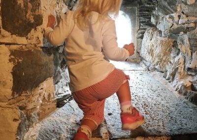 Jente i ridderklubbmuren